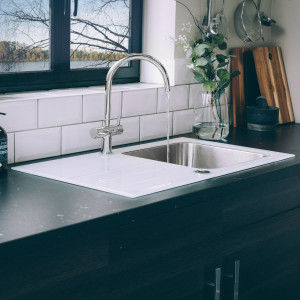 Valle Elsa 860x500mm Single Bowl White Glass Compact Kitchen Sink