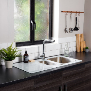 Valle Elsa 1000x500mm 1.5 Bowl White Glass Kitchen Sink